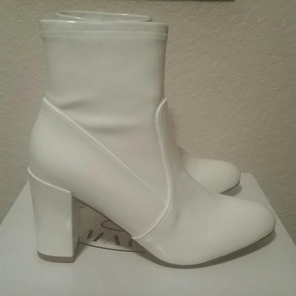 c0356bdbfe9 Steve Madden white boots